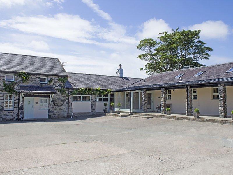 BRYN EIRA STABLES, 5 Bedroom(s), Pet Friendly, Llanfair Pg, holiday rental in Llanfairpwllgwyngyll