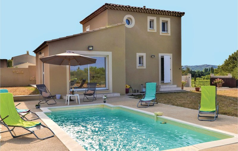 Stunning home in Barbentane with Outdoor swimming pool, WiFi and Outdoor swimmin, holiday rental in Barbentane