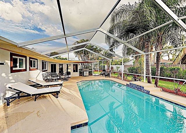Charming & Spacious Getaway w/ Screened Pool & Sunroom – Walk to Beach!, holiday rental in Redington Beach