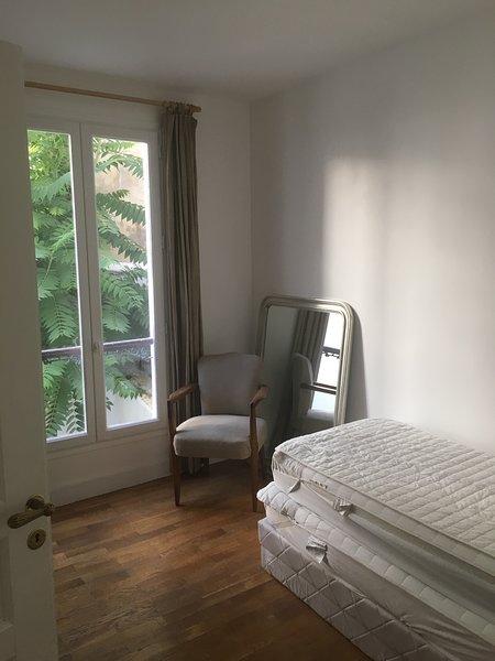 Bedroom 2 2 single beds