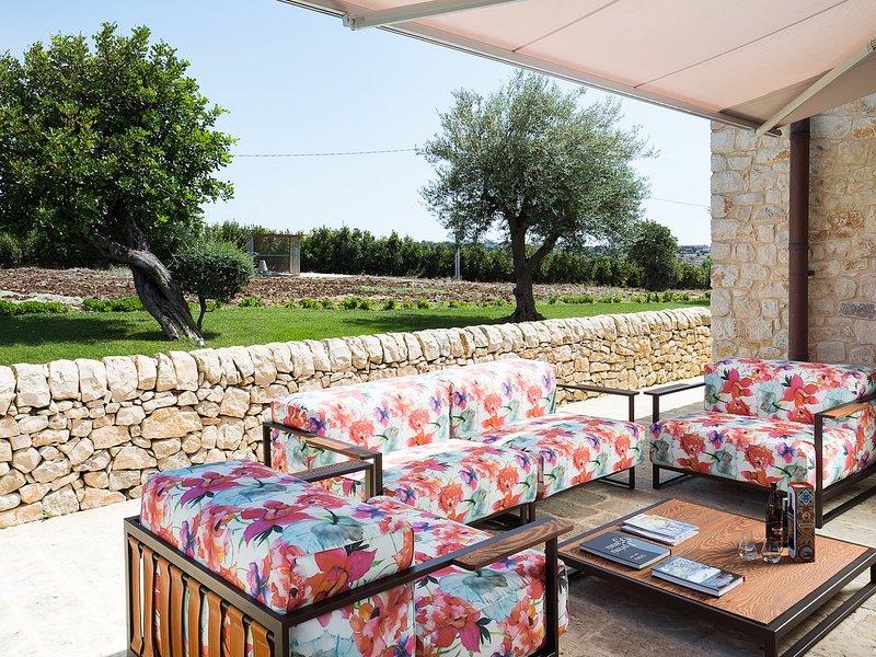 Costa Saracena-Castelluccio Villa Sleeps 9 with Pool Air Con and WiFi - 5313027, vacation rental in Donnafugata