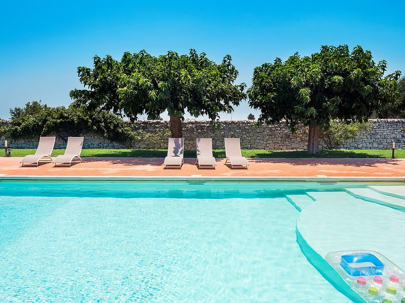 Trebalate I Villa Sleeps 7 with Pool Air Con and WiFi - 5247462, vacation rental in Frigintini