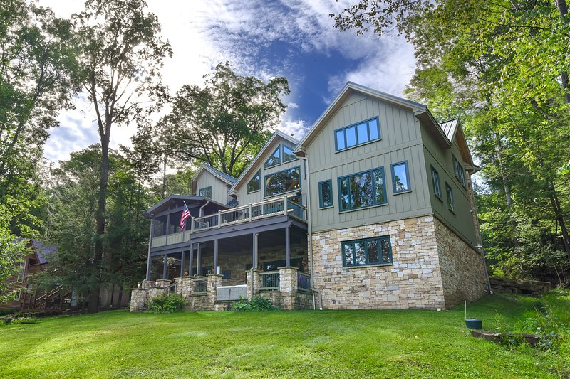 Lake Shore Lodge, vacation rental in Reedsville