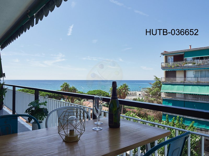 SDL Sea & Pool Apartment 2, holiday rental in Arenys de Mar
