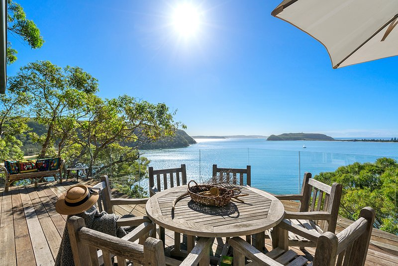 Cape Mackerel Cabin with Magic Palm Beach and Pittwater Views (Sydney), holiday rental in Greater Sydney