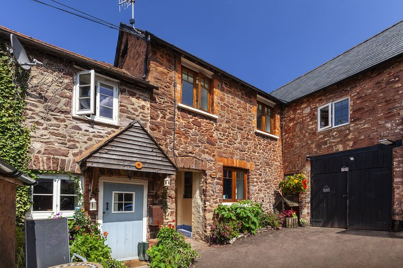 Bamboo Cottage, Timberscombe - Lovely retreat for 2 guests and dog-friendly, vacation rental in Luxborough