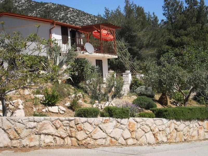 Ferienwohnung 3576-1 für 4+1 Pers. in Zavala, vacation rental in Zavala