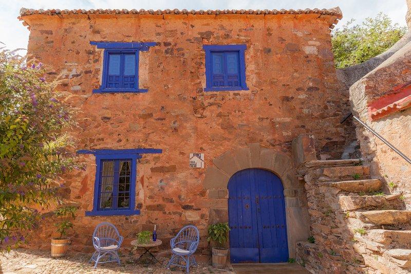 La Casa del Arzipreste (junto a la iglesia de Requejo de Pradorrey)