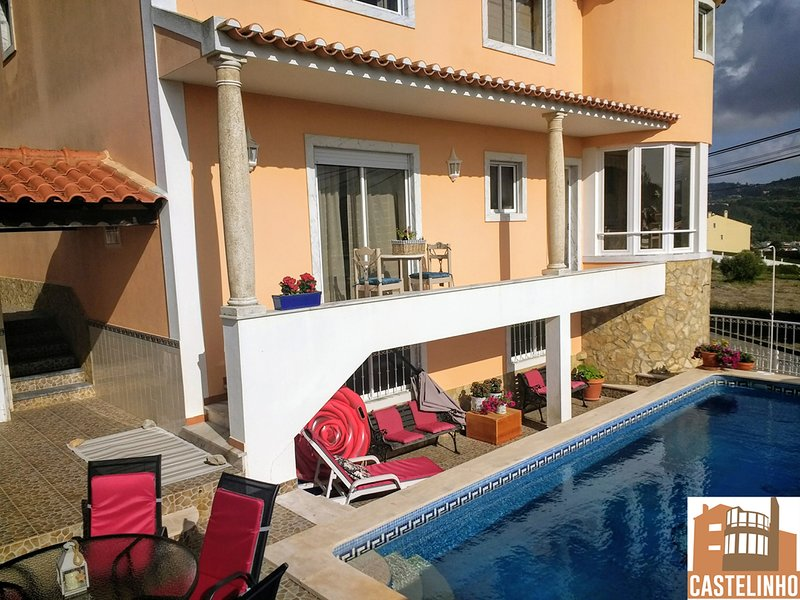 Castelinho Carrascal Sintra (heated swimming pool + bedroom + private lounge), holiday rental in Sao Joao das Lampas e Terrugem