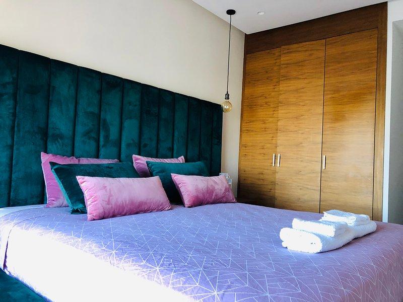 Luxury 3 rooms in the center with free parking, alquiler de vacaciones en Nouaceur
