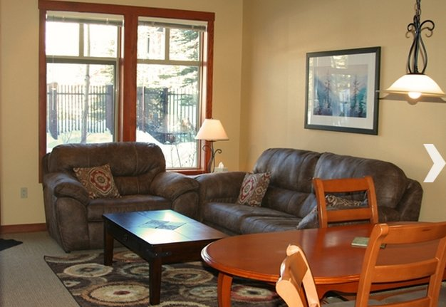 Fabulous 1 Bedroom + Den, Eagle Springs East #103 at Solitude Ski Resort, vacation rental in Brighton