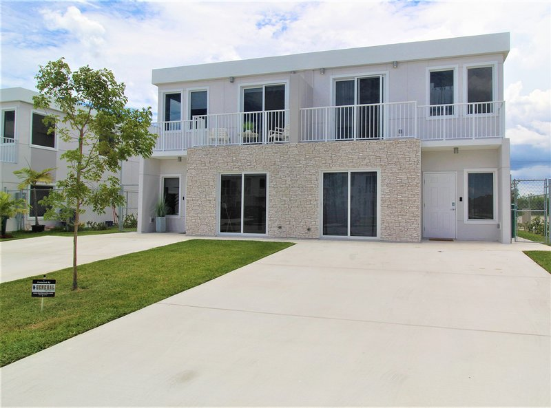 LOWEST RATE IN AREA! NEW & LUX Home 4 Bedrooms 4 Bath Events/Pets OK by Zoo Keys, holiday rental in Palmetto Bay