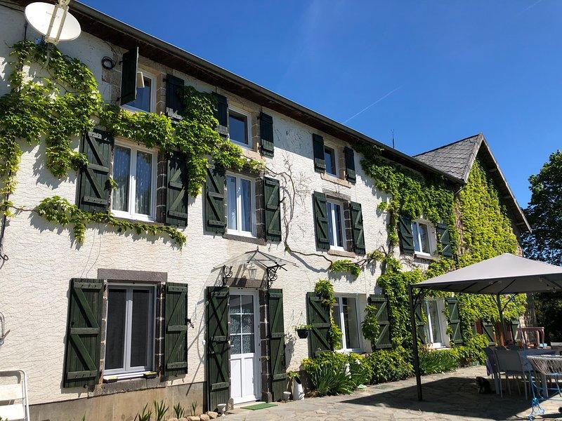 Chambres d'hôtes Au jardin d'Emilia, vacation rental in Champagnat