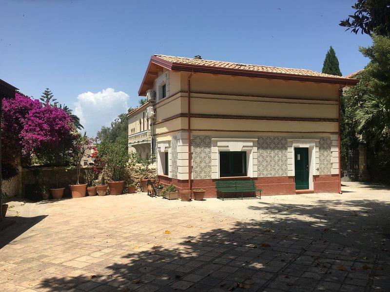 Beautiful house in Crotone & Wifi, alquiler de vacaciones en Torre Melissa