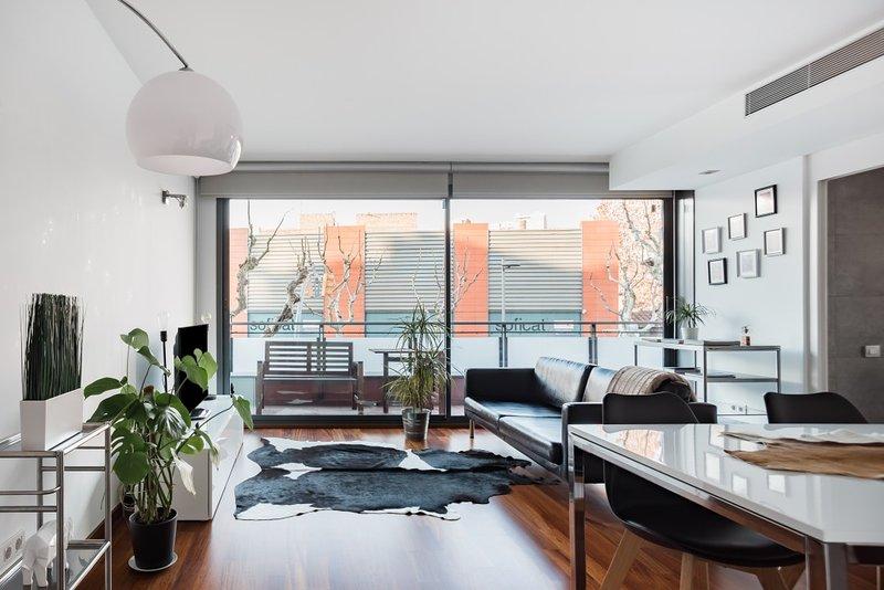 NEW modern flat next 2 Fira Barcelona., alquiler de vacaciones en El Prat de Llobregat