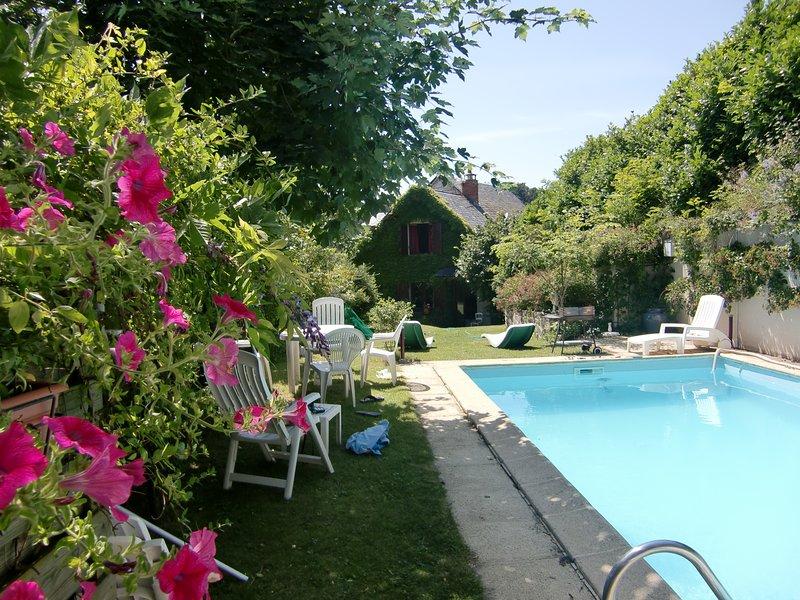L'Oustalou Maison de charme en Auvergne avec piscine privée, holiday rental in Saint-Diery