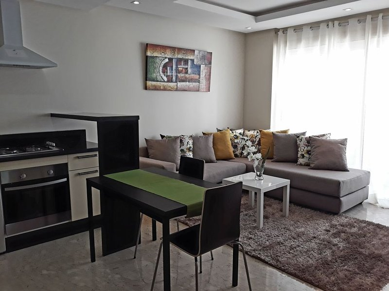 Fantastic New Appartement in Calm Area Oasis Maarif, casa vacanza a Casablanca