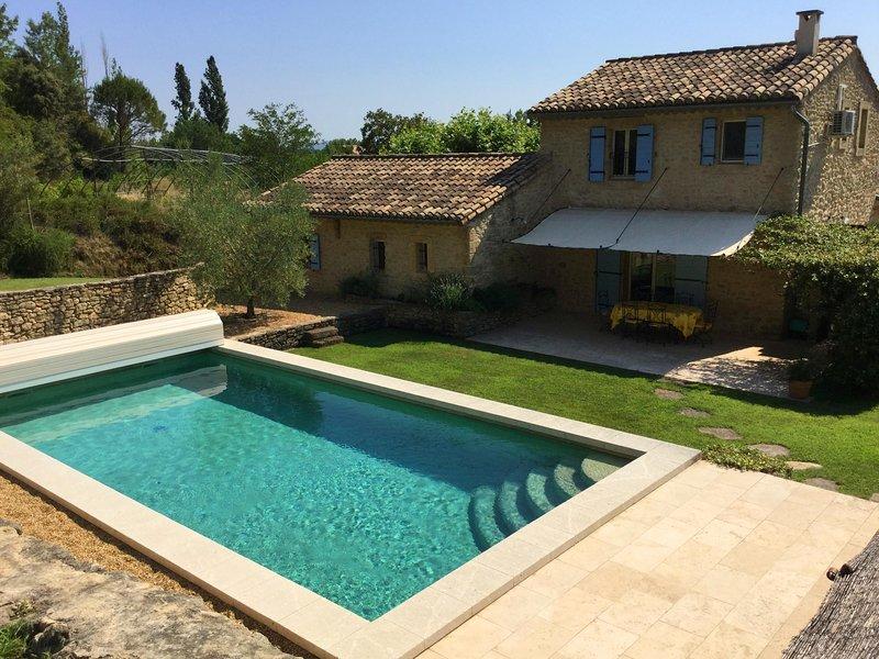 LS2-350 ROUMANTICO Beautiful house in Cheval-Blanc with private pool, aluguéis de temporada em Cheval-Blanc