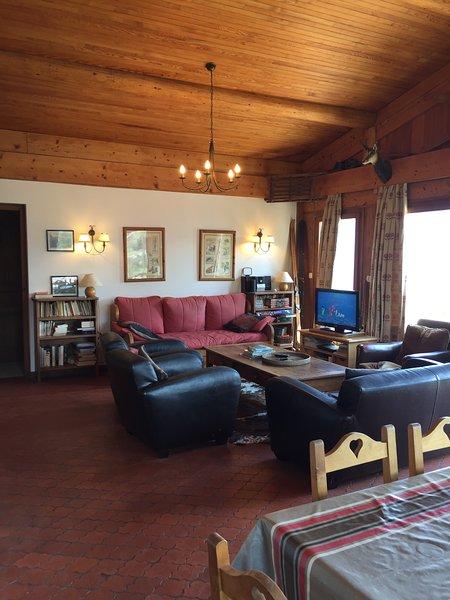 Amazing chalet with mountain view, location de vacances à Cordon