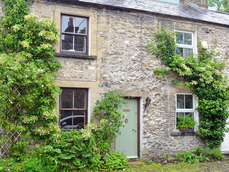 Langcliffe Lock Cottage, holiday rental in Feizor