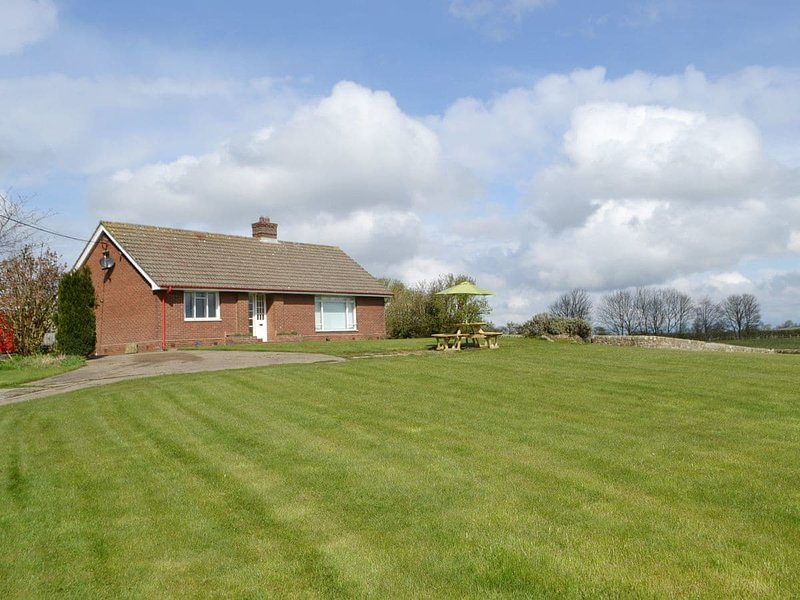 North Farm Bungalow, holiday rental in Horsley