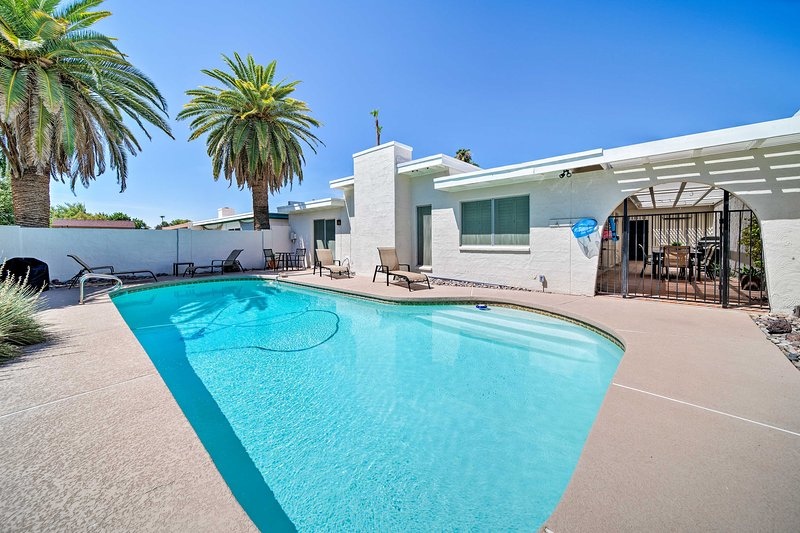 Plan your Phoenix-area retreat to this beautiful 3-bedroom, 2.5-bath residence!
