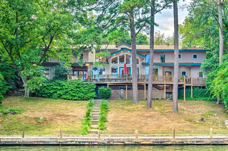 Lake Hamilton Home, 5 Min to Oaklawn Race Track!, holiday rental in Lake Hamilton