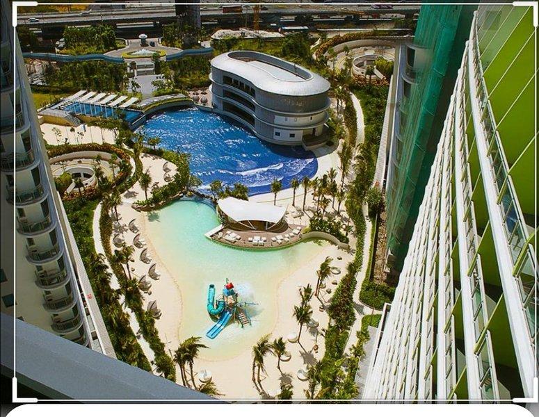 Azure Resort Residences (strand in de stad