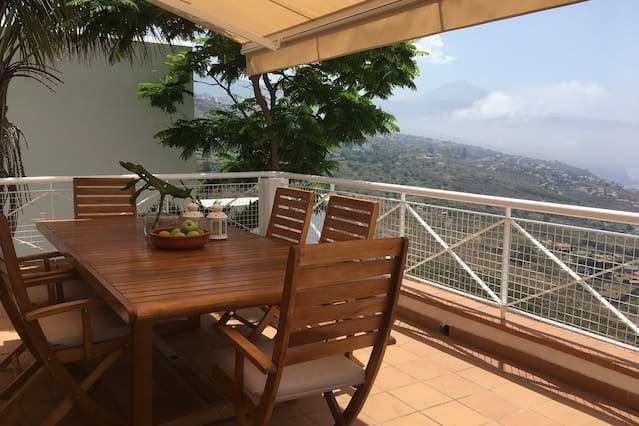 Spacious house with sea view & Wifi – semesterbostad i El Sauzal