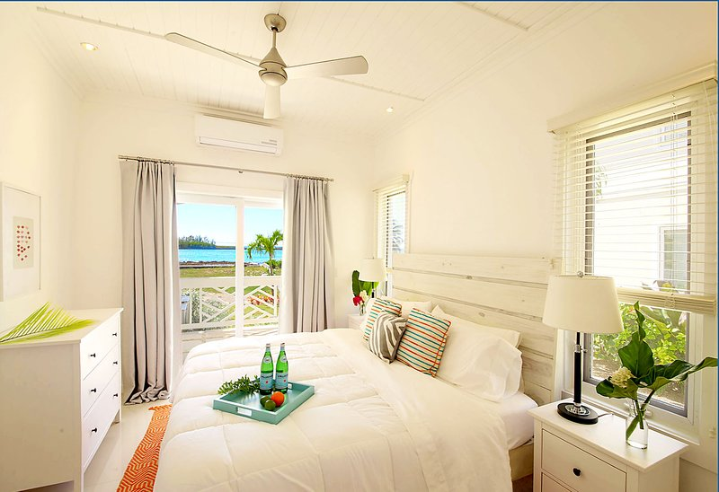 2 Bedroom, 2 Bathroom Apartment with wonderful Bay Views!, holiday rental in Eleuthera