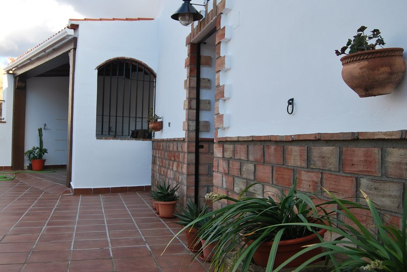 Spacious house in Guadix & Wifi, holiday rental in Purullena