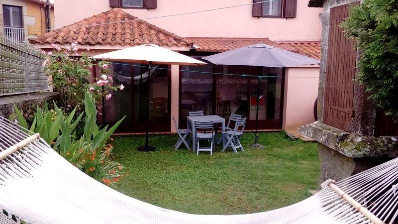 Casa Rural La Brontë (Forcarei, Pontevedra) Ecuador entre Orense y Santiago, holiday rental in Lalin