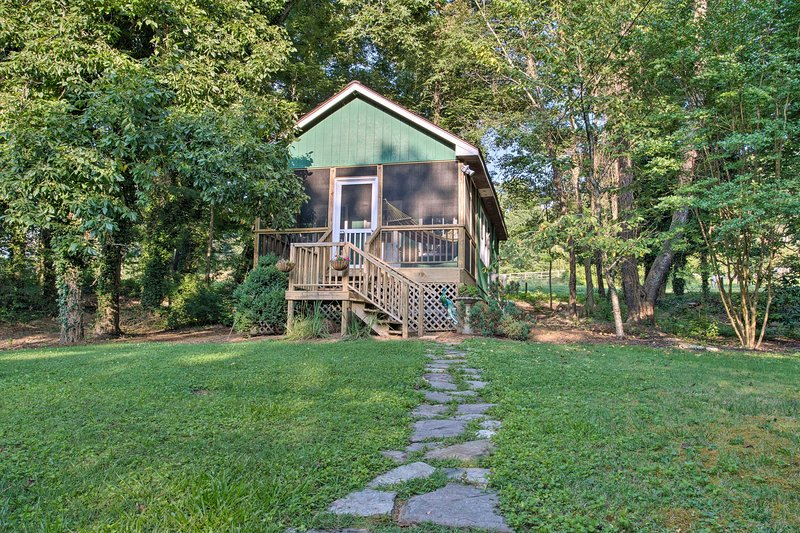 'Heartwood Cottage' promises a restful stay in the scenic mountains of NC!
