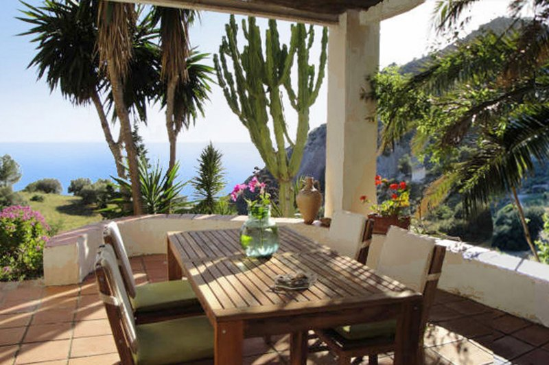 Wonderful Andalusian house in a superb Nature Reserve, vacation rental in Frigiliana