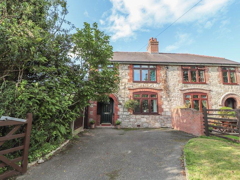 Bryn Derwen, Llangynhafal, holiday rental in Maeshafn