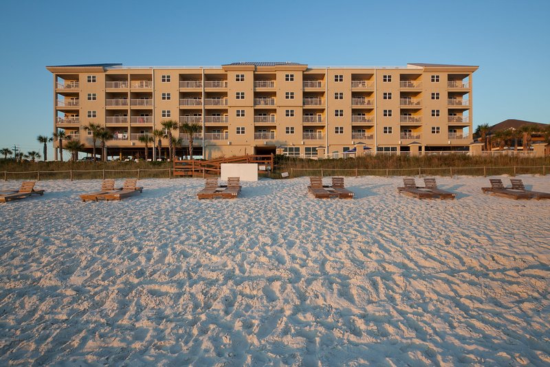 You will love to enjoy a relaxing vacation at this prime destination!