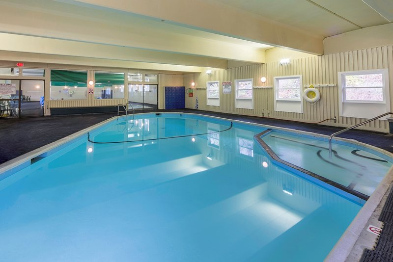 Geniet van de uitstekende voorzieningen op het terrein, waaronder het binnenzwembad!