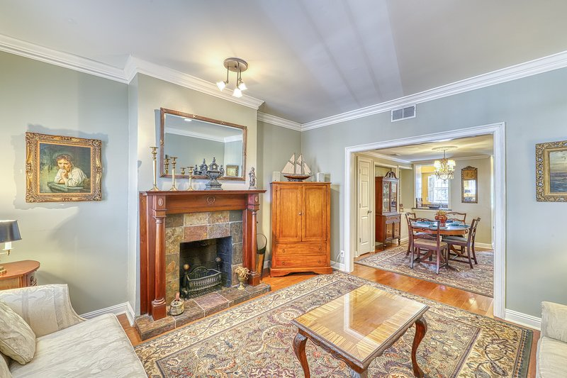 Stunning house with historic charm, modern convenience, great location!, vacation rental in Savannah