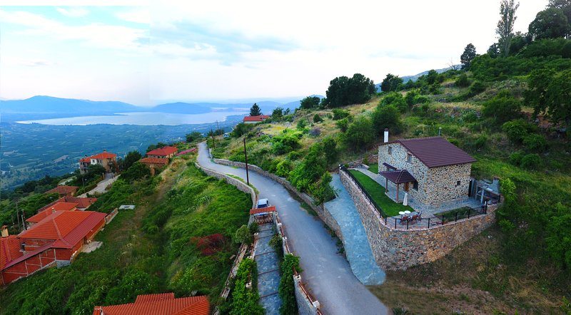LA NOI - STONE HOUSE, holiday rental in Kastoria Region