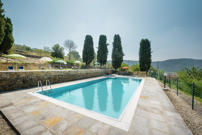 Unique villa accommodation for 12 persons near Cortona, only 1 km to Pergo town!, location de vacances à Pergo