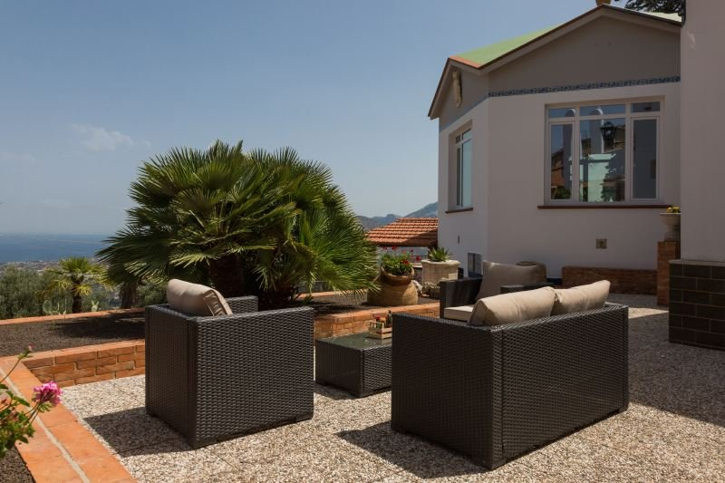 Carini Villa Sleeps 13 with Pool Air Con and WiFi - 5644616, holiday rental in Montelepre