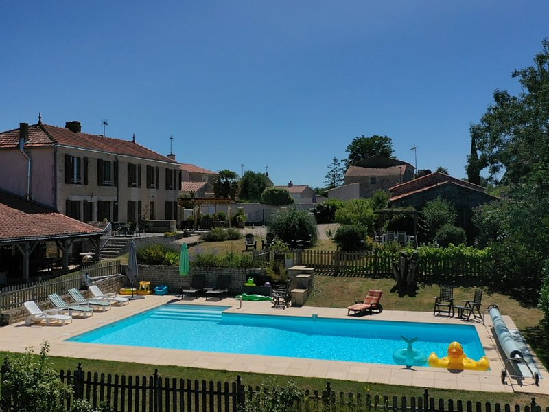Le Vieux Café Holiday Home, vacation rental in Vendee