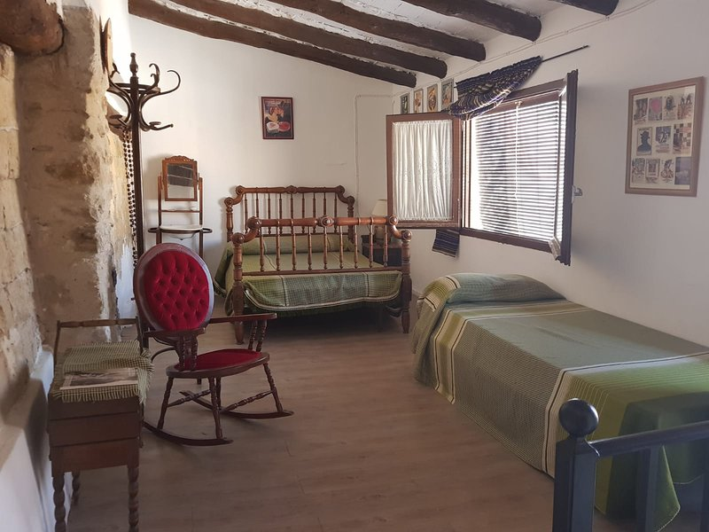 Casa en pleno centro del pueblo., vacation rental in Castelseras