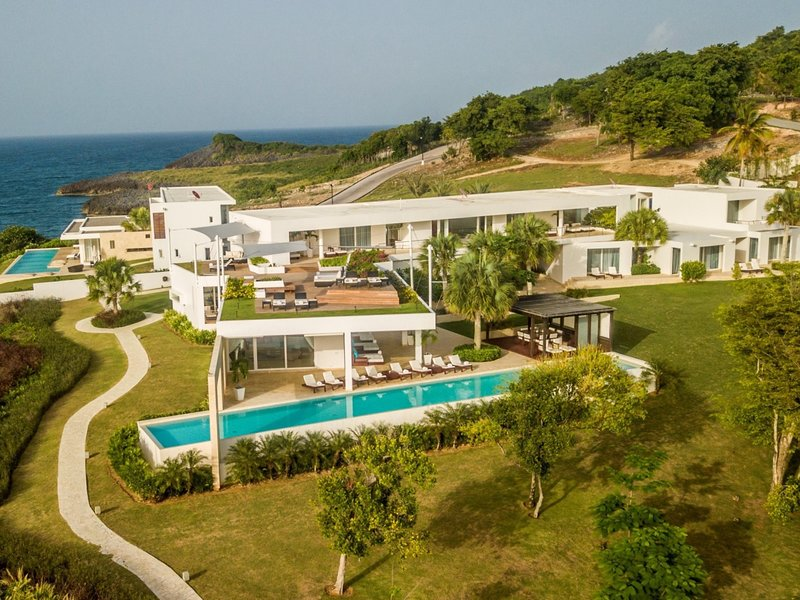 STUNNING 5* LUXURY OCEANFRONT 6-BEDROOM VILLA NOAH - BREAKFAST AND CLEANING INC., holiday rental in El Limon