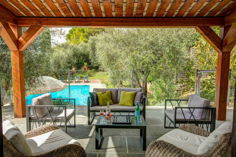 Peymeinade Villa Sleeps 8 with Pool Air Con and WiFi - 5604779, vacation rental in Peymeinade