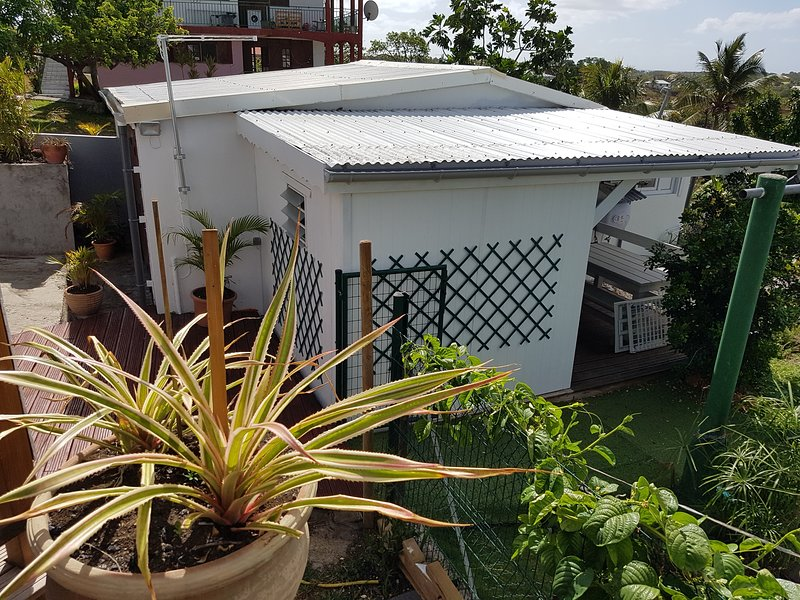 Nice bungalow with garden & terrace, holiday rental in Douville
