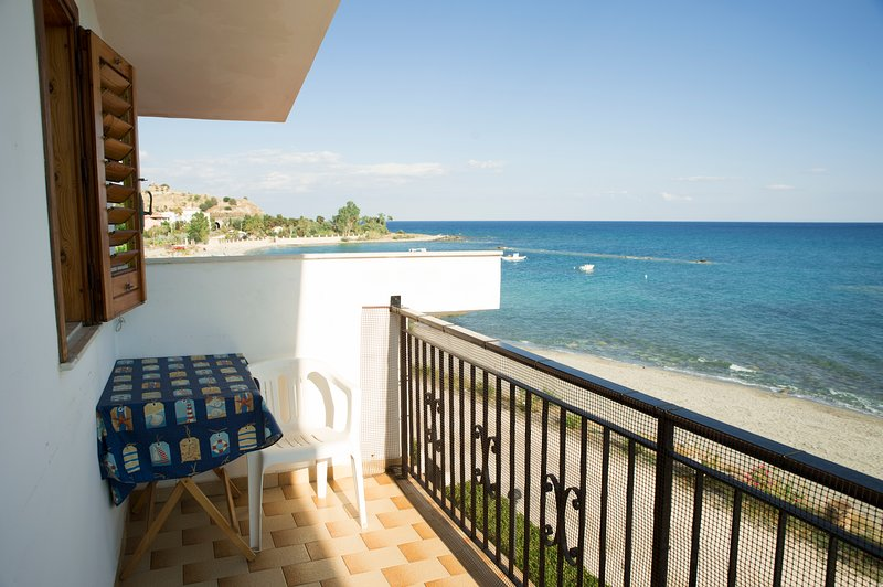 Beautiful apartment with sea view, holiday rental in Melito di Porto Salvo