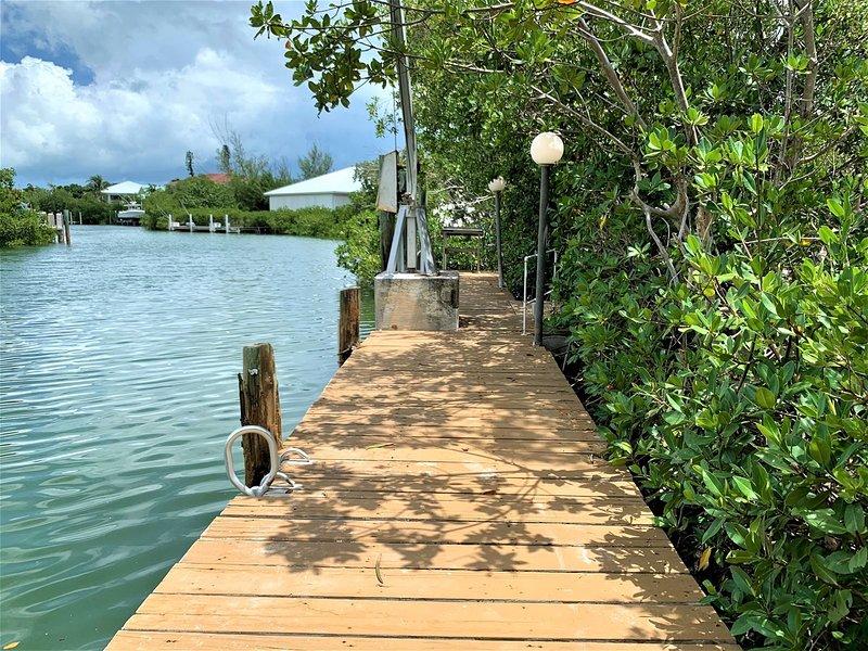 Tropical Getaway 3 beds/2 bath, vacation rental in Marathon Shores