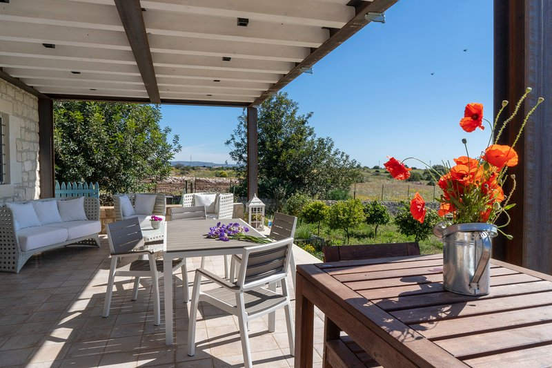 Apartment with shared pool, alquiler vacacional en Rosolini