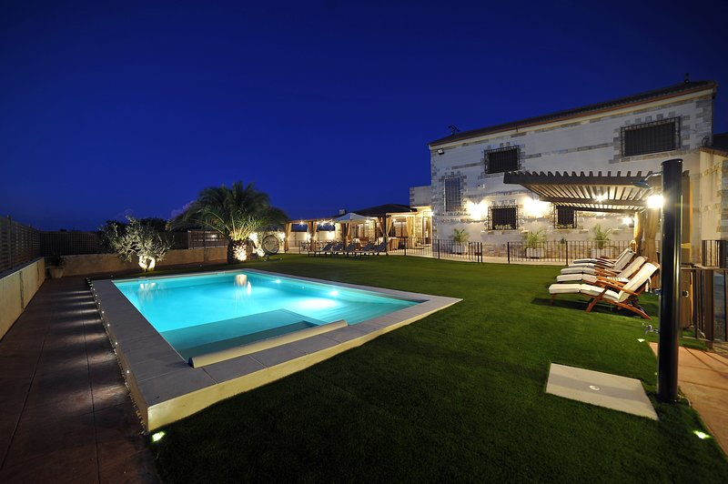 Casa rural Alma Del Tajo 5* Gran Lujo en Toledo, vacation rental in Camarena